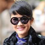 Thời trang - Hồng Nhung đeo kính mắt tròn dễ thương