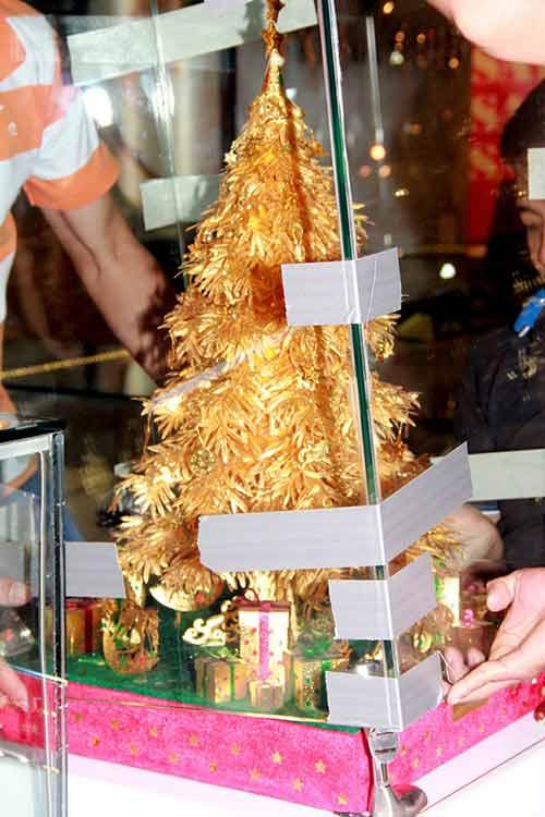 Cây thông Noel vàng giá nửa tỷ đồng tại VN - 12
