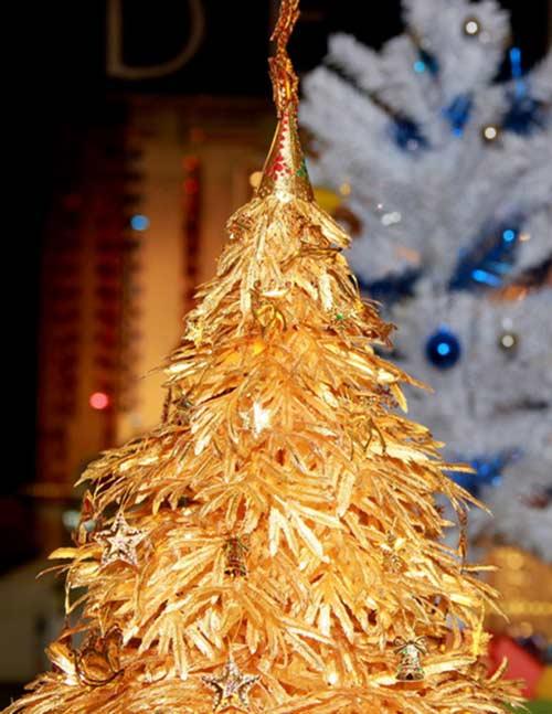 Cây thông Noel vàng giá nửa tỷ đồng tại VN - 4