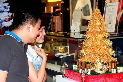 Cây thông Noel vàng giá nửa tỷ đồng tại VN - 11