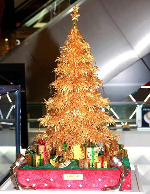 Cây thông Noel vàng giá nửa tỷ đồng tại VN - 1