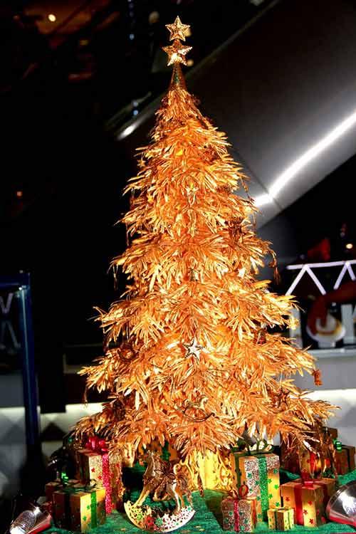 Cây thông Noel vàng giá nửa tỷ đồng tại VN - 2