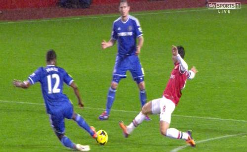 Mourinho ví Arsenal như đứa trẻ khóc nhè - 1