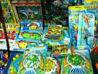 Loạn đồ chơi trẻ em nguy cơ gây hại sức khỏe - 1