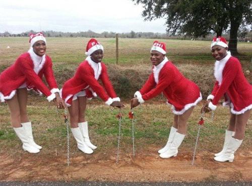 5 chàng gay ăn mặc phản cảm đón giáng sinh - 4