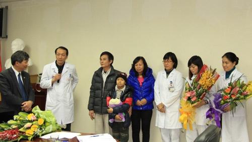 Lần đầu tiên ghép tế bào gốc thành công cho bệnh nhi - 1