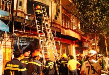 Cháy tiệm bọc yên: CA phủ nhận xe cứu hỏa không có nước - 1