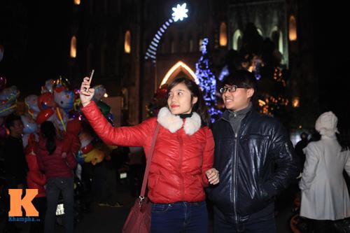 Thiếu nữ Hà thành xinh tươi trên phố Noel - 14