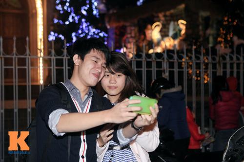 Thiếu nữ Hà thành xinh tươi trên phố Noel - 15