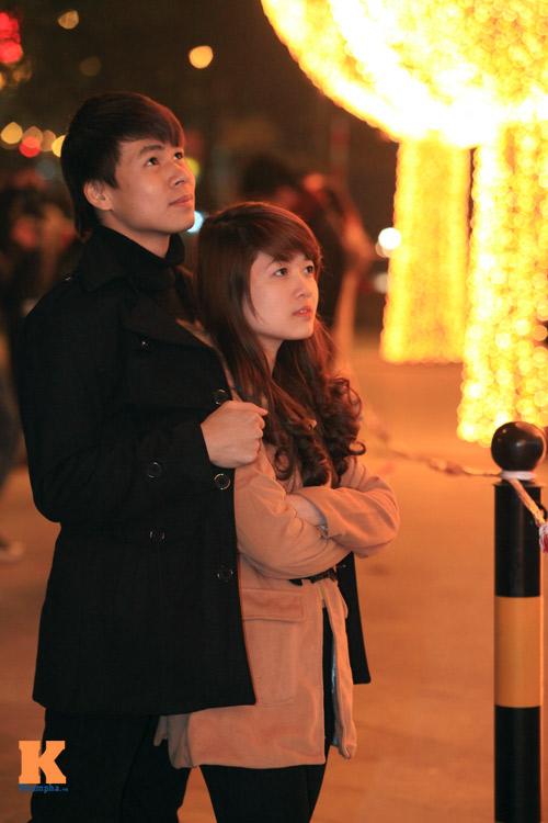 Thiếu nữ Hà thành xinh tươi trên phố Noel - 13