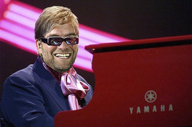 HLV Klopp của Dortmund hóa thân thành danh ca Eltor John.
