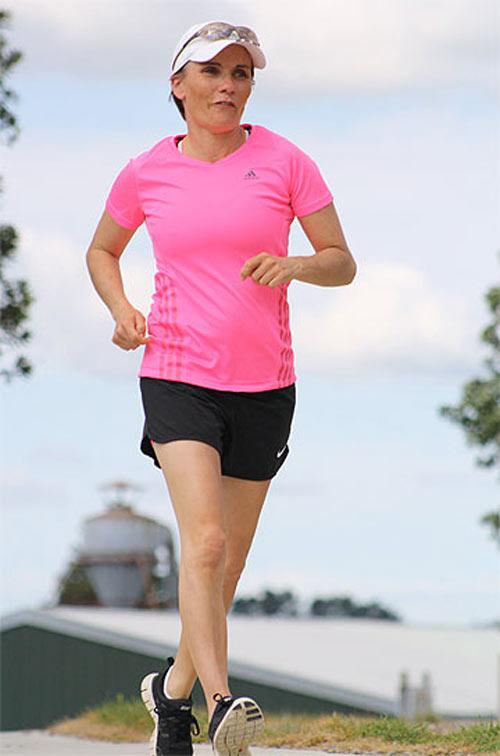 Một phụ nữ chạy 500 km trong suốt 86 giờ - 2