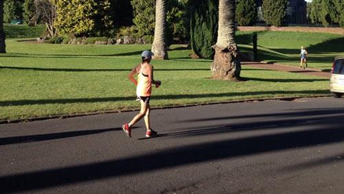Một phụ nữ chạy 500 km trong suốt 86 giờ - 1
