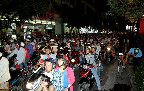 Hà Nội, TPHCM tràn ngập không khí đêm Noel - 16