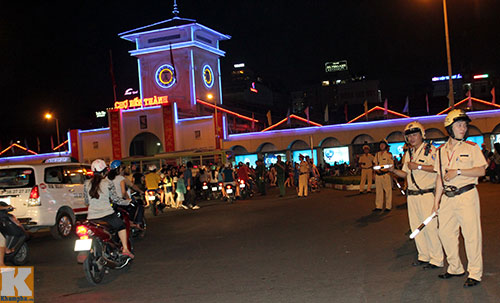 Hà Nội, TPHCM tràn ngập không khí đêm Noel - 17