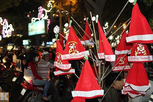 Hà Nội, TPHCM tràn ngập không khí đêm Noel - 13