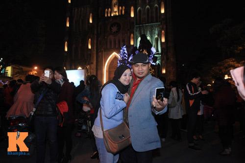 Hà Nội, TPHCM tràn ngập không khí đêm Noel - 6