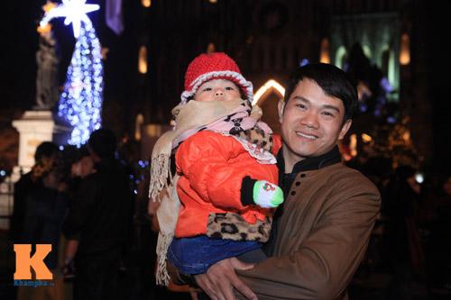 Hà Nội, TPHCM tràn ngập không khí đêm Noel - 7