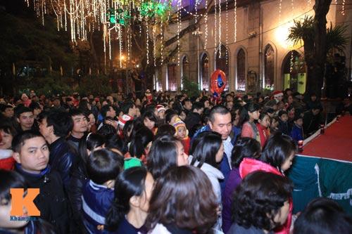 Hà Nội, TPHCM tràn ngập không khí đêm Noel - 2