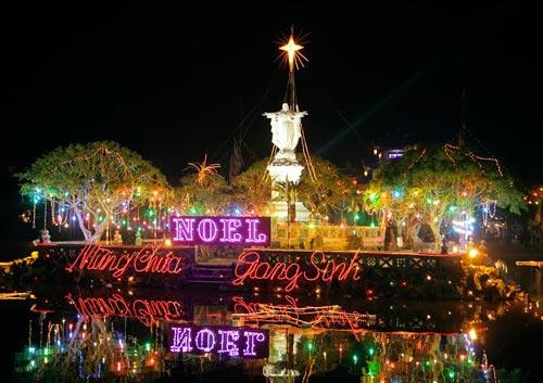 Hà Nội, TPHCM tràn ngập không khí đêm Noel - 26