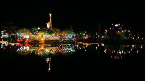 Hà Nội, TPHCM tràn ngập không khí đêm Noel - 25