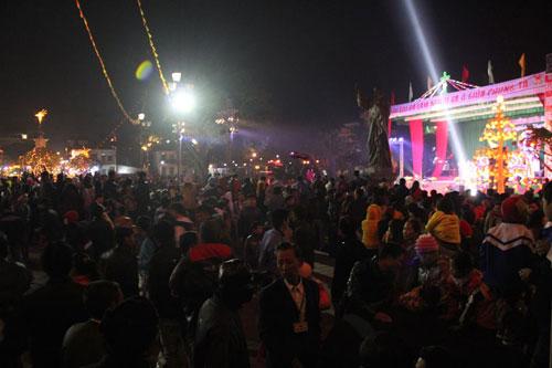 Hà Nội, TPHCM tràn ngập không khí đêm Noel - 27