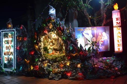 Hà Nội, TPHCM tràn ngập không khí đêm Noel - 30