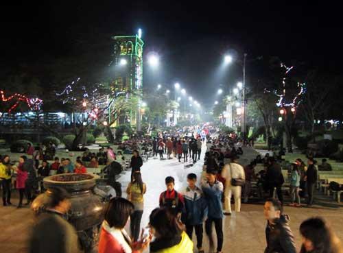 Hà Nội, TPHCM tràn ngập không khí đêm Noel - 19