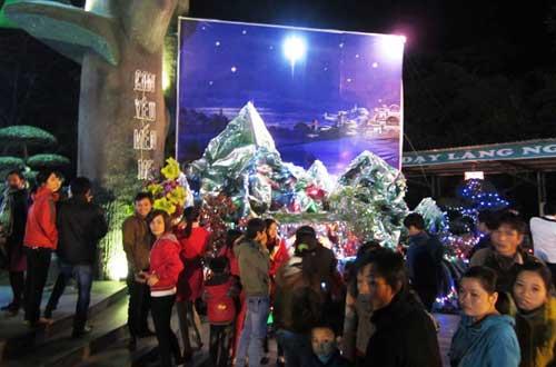 Hà Nội, TPHCM tràn ngập không khí đêm Noel - 21
