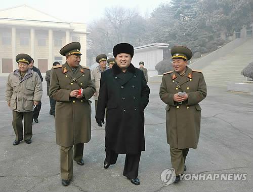 Kim Jong-un ra lệnh quân đội sẵn sàng chiến đấu - 1
