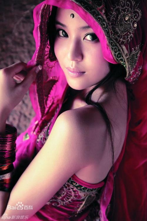 Huỳnh Hiểu Minh lén lút hẹn hò hoa khôi - 16
