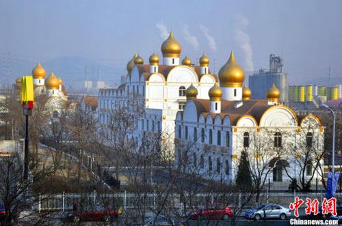TQ: Quan chức xây trụ sở nhái cả điện Kremlin - 1