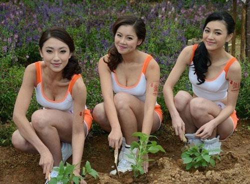 Người đẹp Trung Quốc mặc trang phục phản cảm - 10