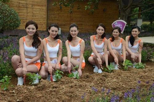 Người đẹp Trung Quốc mặc trang phục phản cảm - 11