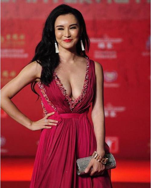 Người đẹp Trung Quốc mặc trang phục phản cảm - 1