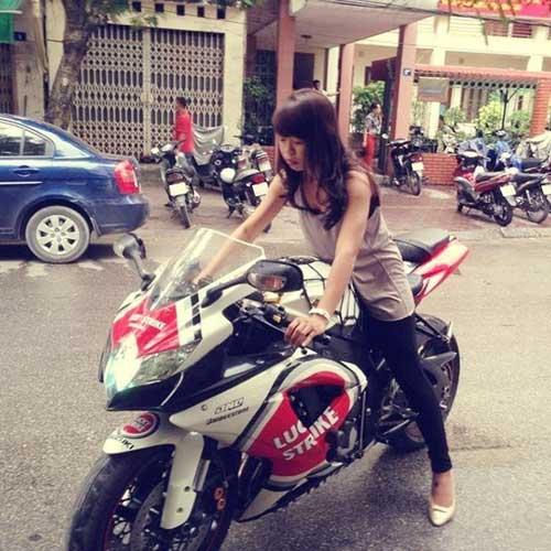 Nữ giới quyến rũ hơn khi đi xe côn tay - 1