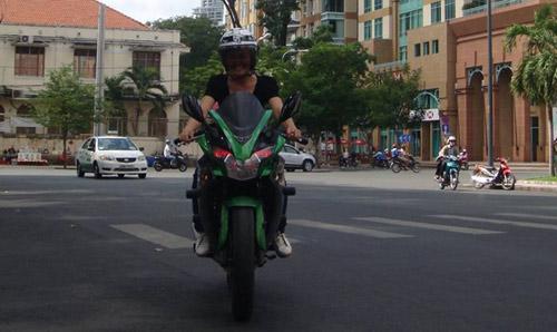 Nữ giới quyến rũ hơn khi đi xe côn tay - 4