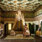 Phi thường - kỳ quặc - 26 năm xây nhà dát vàng cho…búp bê