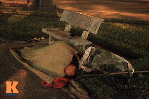 Những mảnh đời vô gia cư trong đêm đông lạnh Thủ đô - 2