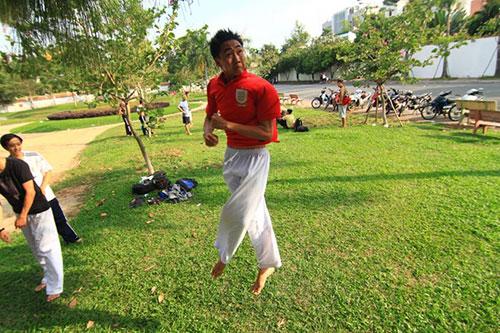 Giới trẻ Sài Gòn thích thú phi thân trên không - 11