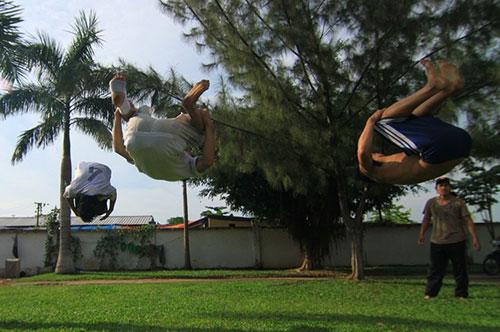 Giới trẻ Sài Gòn thích thú phi thân trên không - 12
