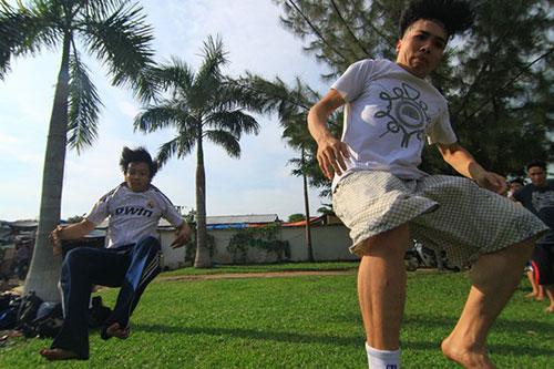 Giới trẻ Sài Gòn thích thú phi thân trên không - 13