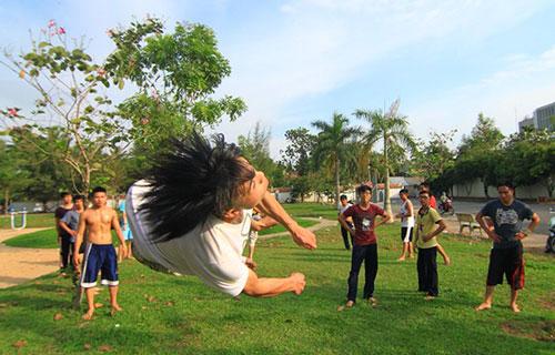Giới trẻ Sài Gòn thích thú phi thân trên không - 5