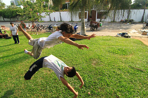 Giới trẻ Sài Gòn thích thú phi thân trên không - 6