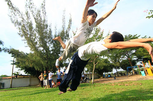 Giới trẻ Sài Gòn thích thú phi thân trên không - 7