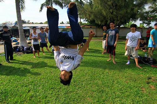 Giới trẻ Sài Gòn thích thú phi thân trên không - 8