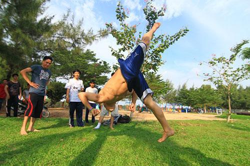Giới trẻ Sài Gòn thích thú phi thân trên không - 9