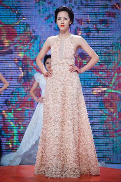 Haute Couture kết màn tuần lễ thời trang Việt - 11