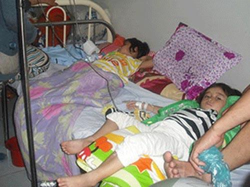 Trên 100 trẻ nhập viện nghi bị ngộ độc thực phẩm - 1