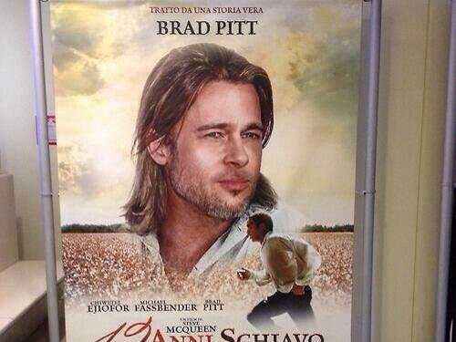 Treo ảnh Brad Pitt, bị lên án phân biệt chủng tộc - 2